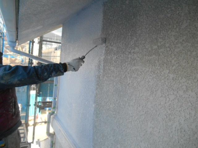 岸和田市岡山町の外壁の下塗り