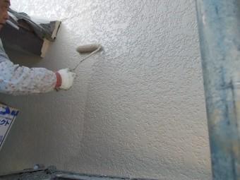 岸和田市天神山町の外壁を上塗り