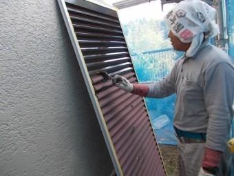 岸和田市天神山町の雨戸塗装