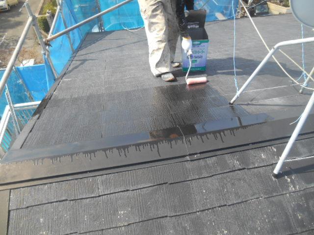 岸和田市天神山町の屋根塗装の下塗り中