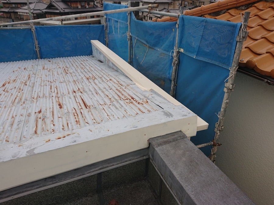 泉佐野市の台風で剥がれた笠木の交換