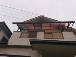 岸和田市のテラス屋根の平板が飛散