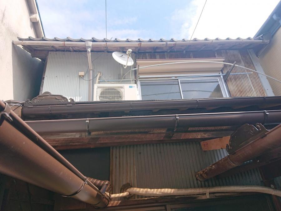 熊取町の葺き替えた屋根に雨樋を取付け