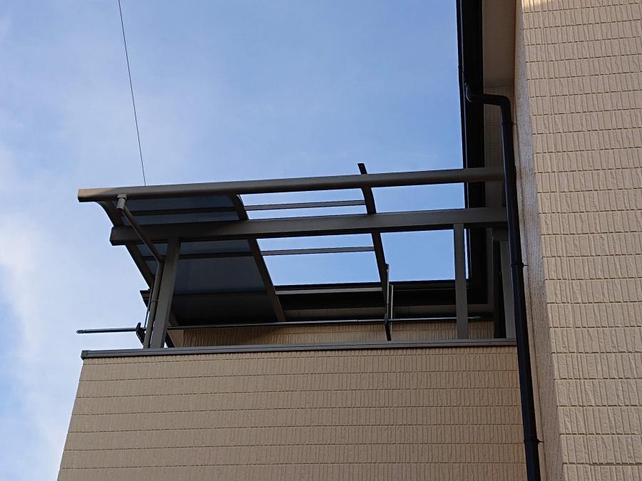 熊取町のベランダの屋根パネル