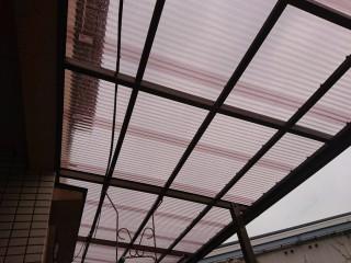 貝塚市のテラス屋根をポリカ波板に張り替えました
