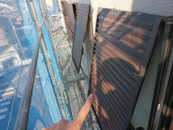 岸和田市の雨戸などの付帯部も塗装