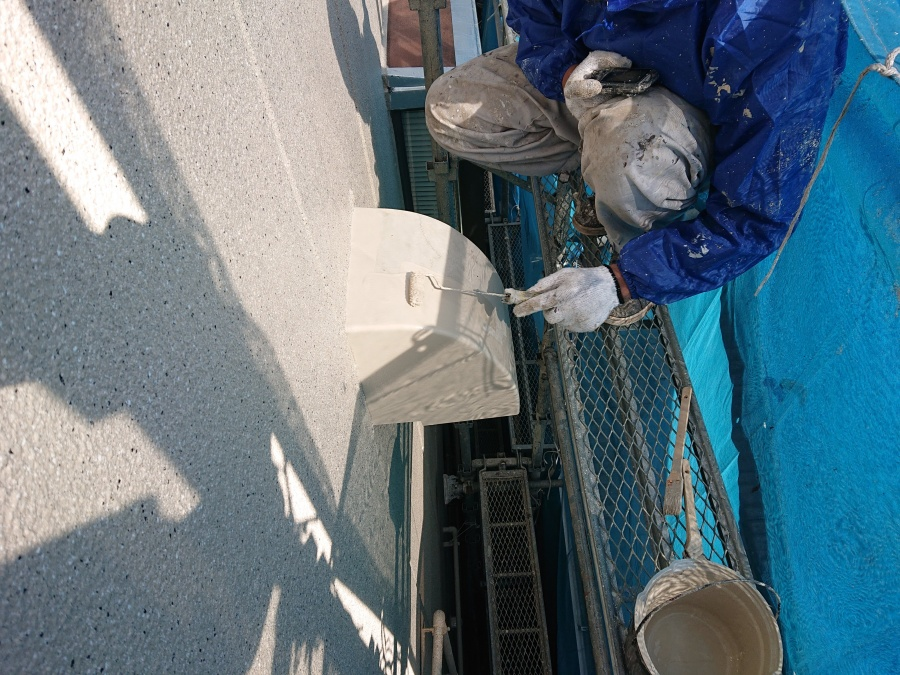 岸和田市の換気フードも塗装