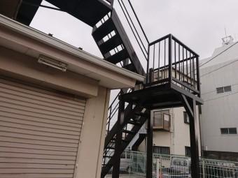 岸和田市の鉄骨階段を溶接補強して塗装