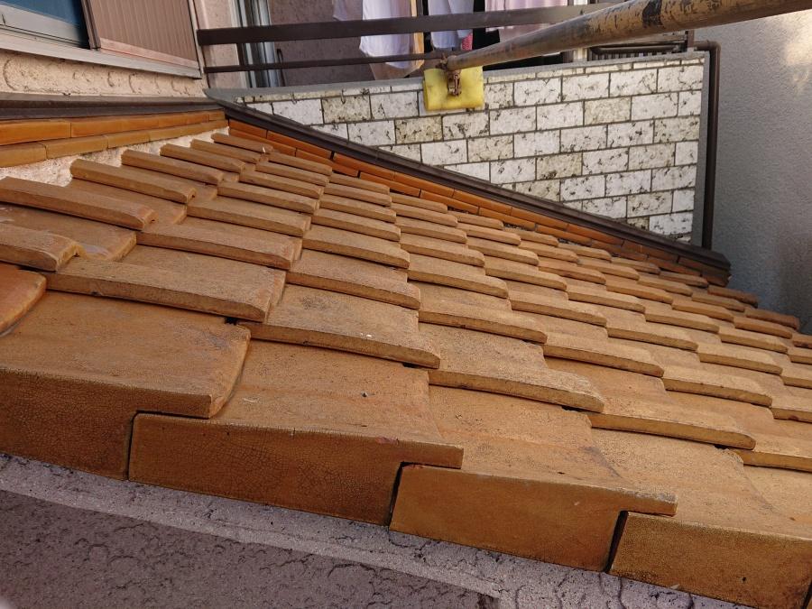 熊取町の下屋の漆喰詰め直し前