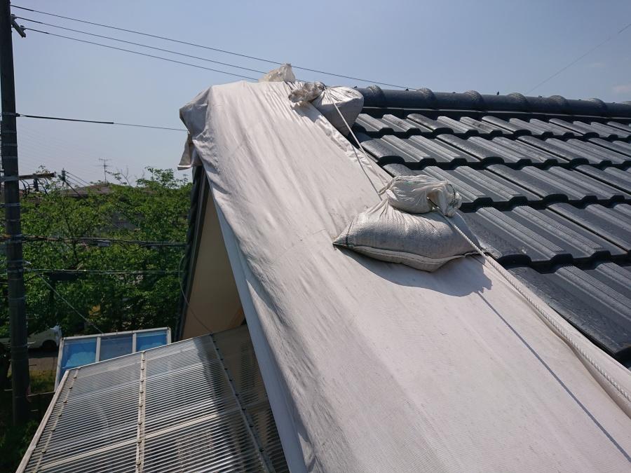 泉佐野市の応急処置された屋根
