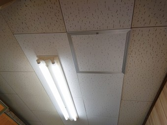 阪南市の雨染みがついた天井板の張替