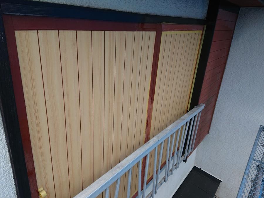 貝塚市の破損した雨戸も修理しました