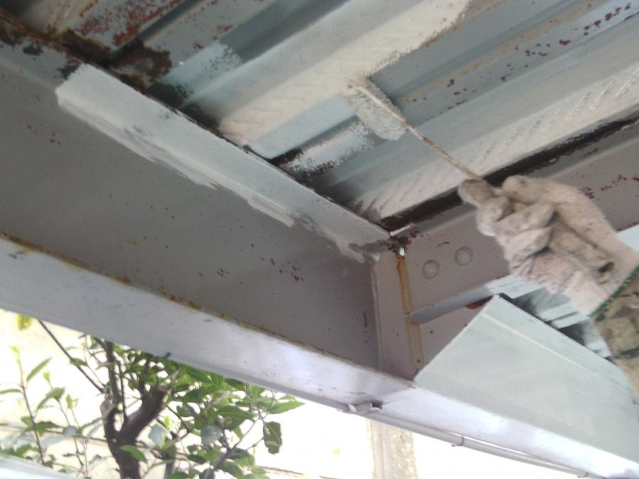 岸和田市春木の鉄骨に錆止め塗料塗布