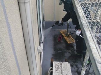 貝塚市のベランダを高圧洗浄