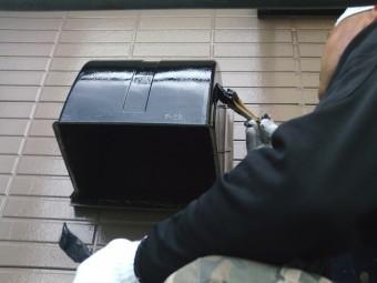 岸和田市尾生町の換気扇の屋外フード塗装