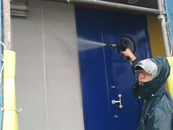 貝塚市の玄関周りも洗浄