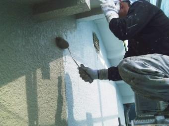 岸和田市吉井町のモルタル外壁の中塗り