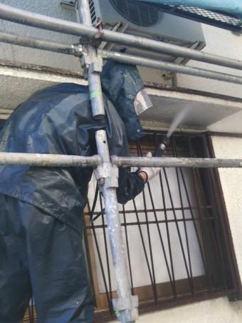 岸和田市吉井町の庇の裏側も洗浄
