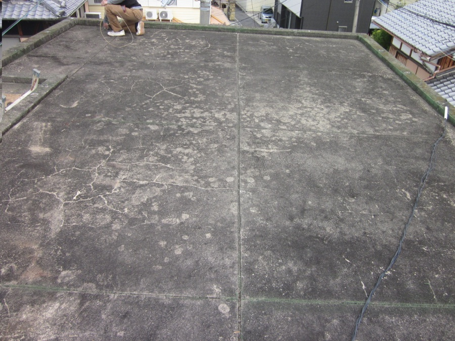 和泉市の防水前の陸屋根