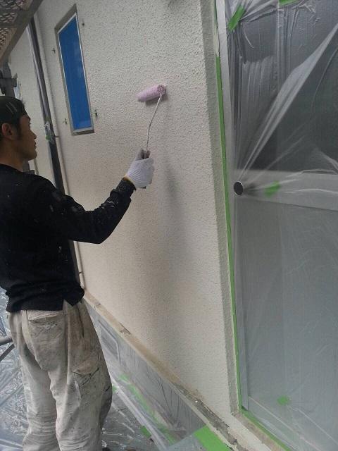岸和田市天神山町の外壁の下塗り