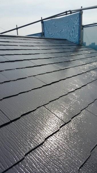岸和田市摩湯町の屋根の上塗り中