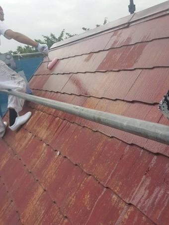 岸和田市摩湯町で屋根足場を使い屋根の下塗り