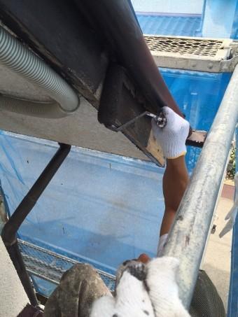 岸和田市摩湯町の破風板塗装