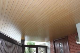 岸和田市土生町の玄関庇の天井板張替え完了