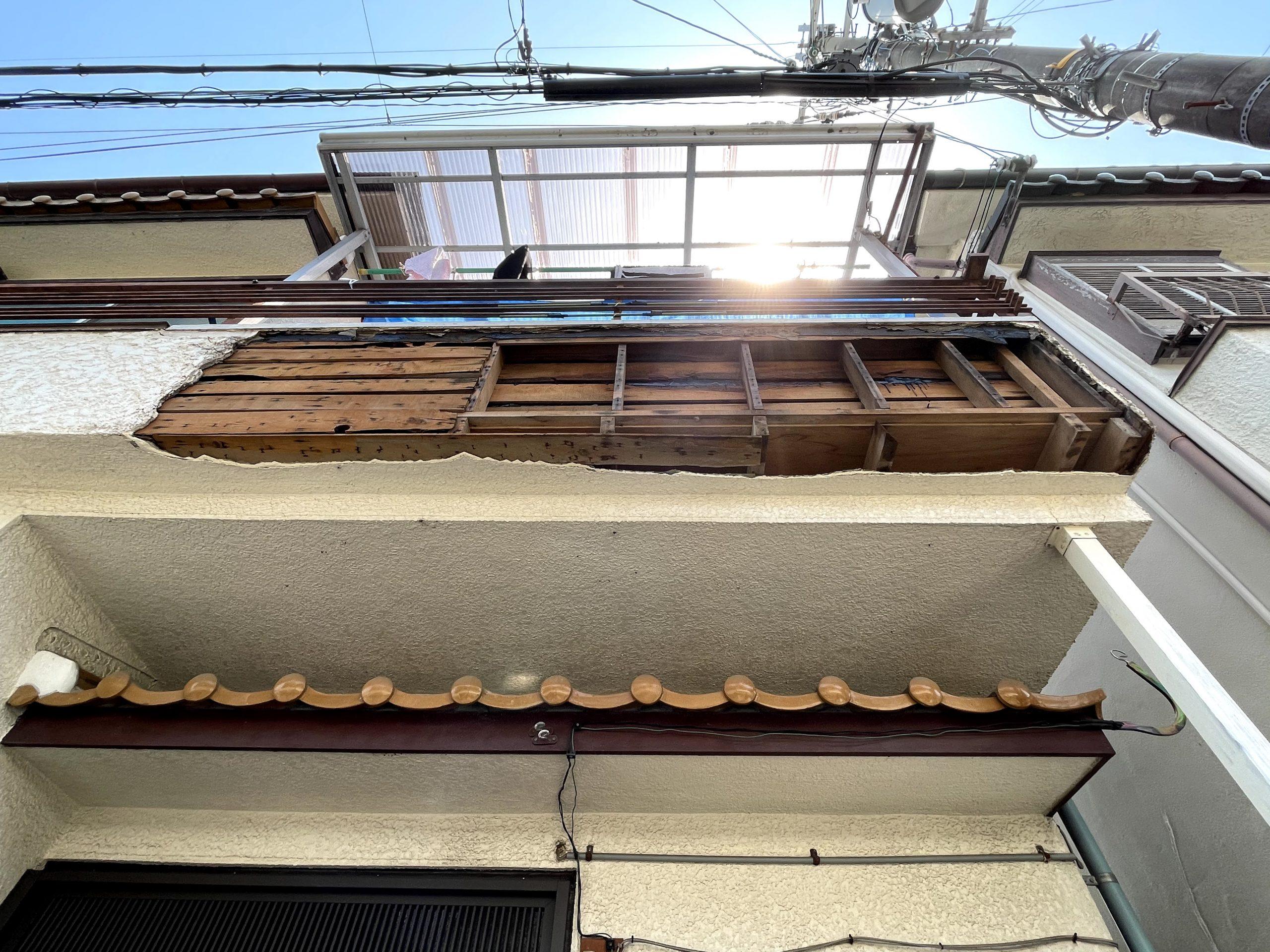 和泉市のベランダの外壁が落下