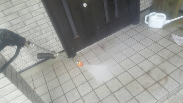 和泉市の玄関アプローチも洗浄
