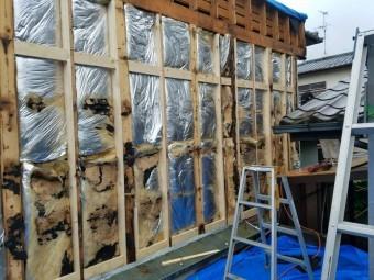 岸和田市上松町の劣化した外壁下地を修理
