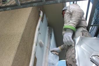 岸和田市西之内町の外壁下塗り・厚膜シーラー