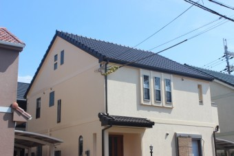 岸和田市西之内町の外壁・屋根塗装完了の様子