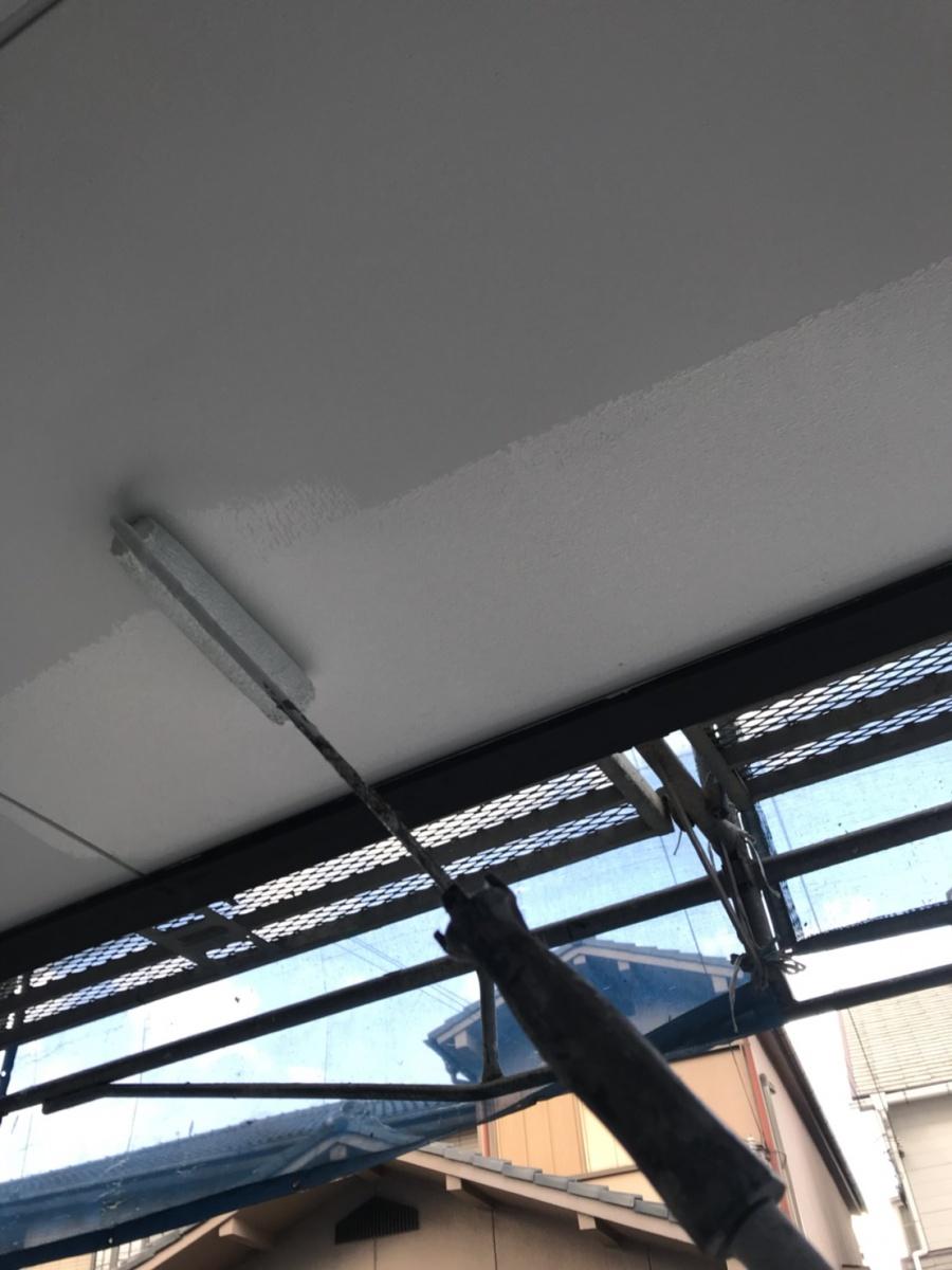 岸和田市のガレージの天井も塗装