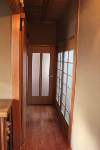 岸和田市西之内町で採光窓設置で明るくなった廊下