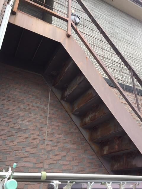 岸和田市の外階段の裏側も塗装