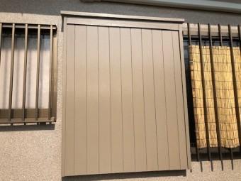 岸和田市の木製の戸袋を塗装