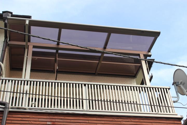 岸和田市のベランダにテラス屋根と手すり設置