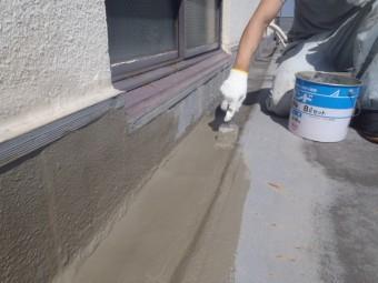 岸和田市の倉庫の陸屋根の溝にカチオン塗布