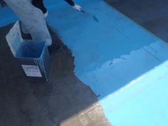 岸和田市の倉庫陸屋根にウレタン塗膜材塗布