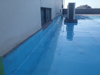 岸和田市の倉庫の陸屋根塗膜防水塗布