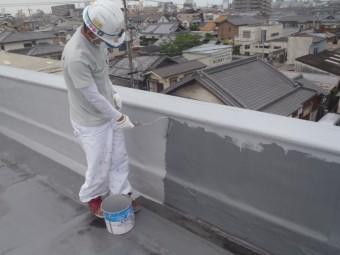 岸和田市の陸屋根で手すりを塗装
