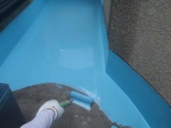 泉佐野市上瓦屋のベランダにウレタン樹脂塗膜防水材一回目塗布