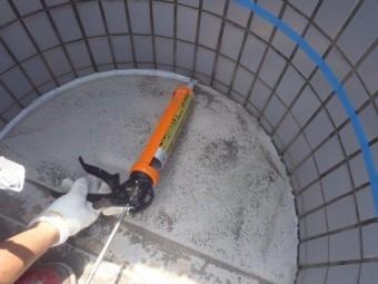 貝塚市石才のバルコニーの床にシーリング充填