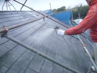 岸和田市下松町の屋根下塗り吹き付け