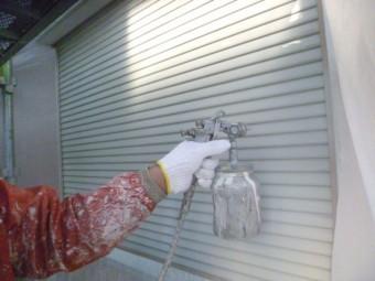 岸和田市下松町のシャッター吹付塗装