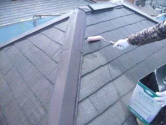 岸和田市包近町の屋根の下塗り