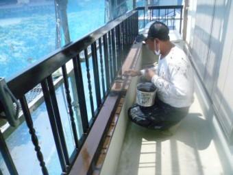 岸和田市土生町の鉄製のベランダのサビ止め塗料塗布
