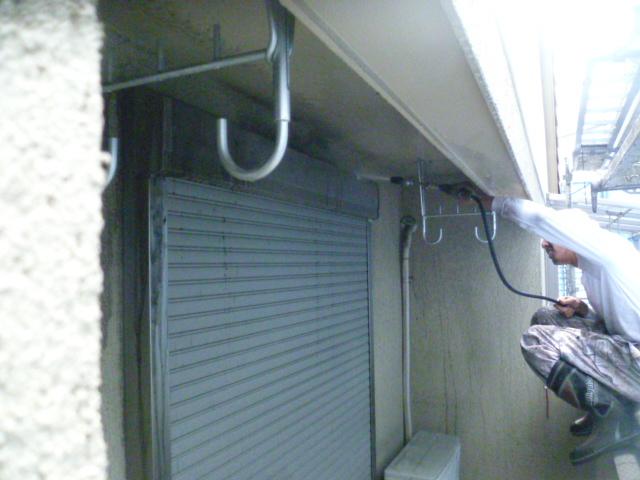 岸和田市西之内町の外壁高圧洗浄中