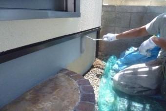岸和田市西之内町の基礎巾木塗装中